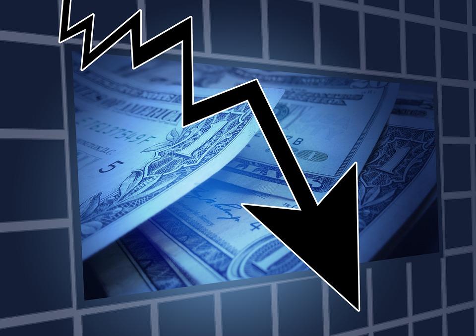 Státní dluh klesl