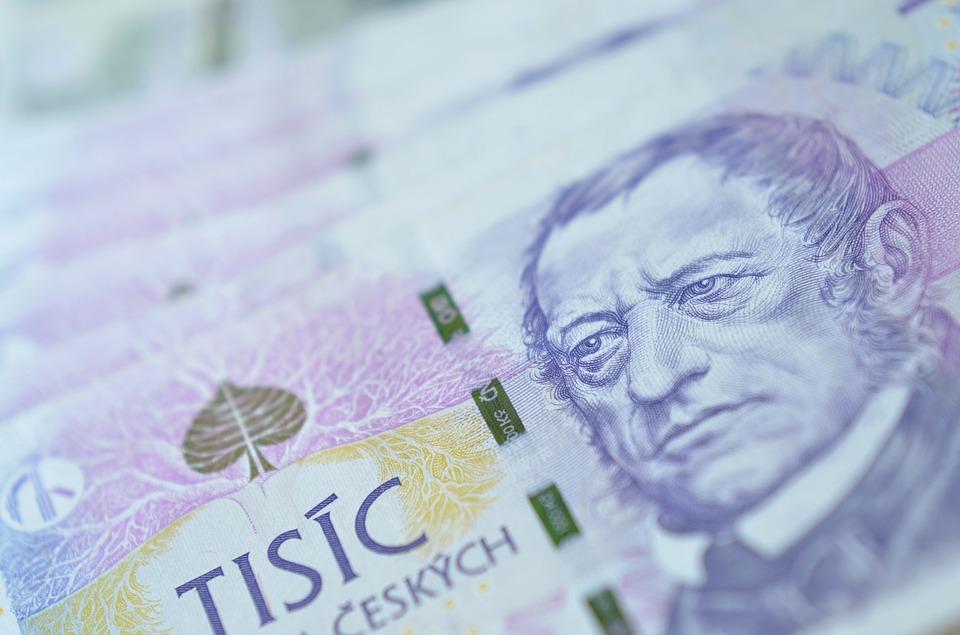 Kolik si toho letos koupíme za tisíc korun v zahraničí?
