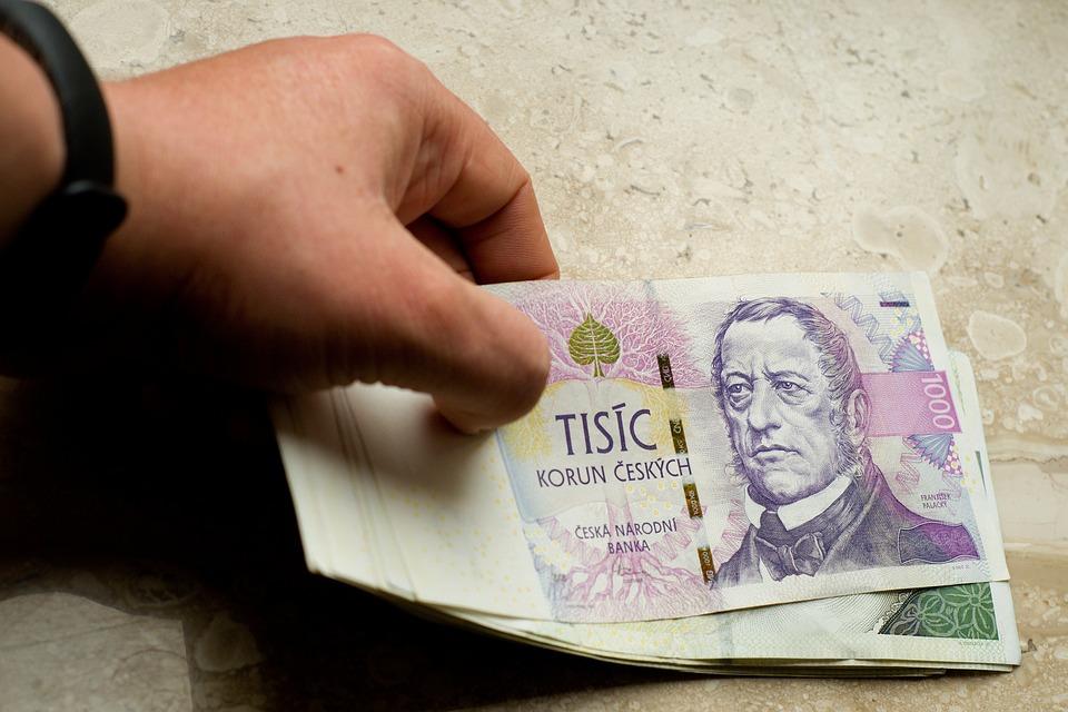 Co je to dluhová past?