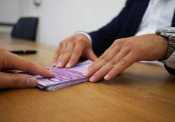 Letošní výplata je vyšší než kdy dřív. Jaké novinky na její zvýšení mají vliv?