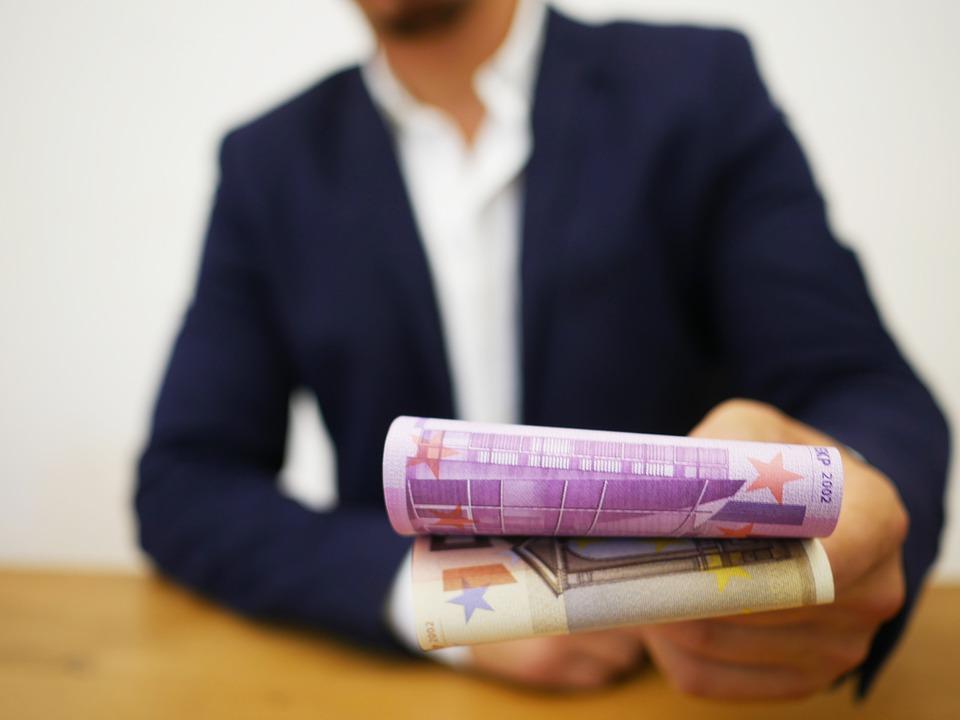 Rozeznejte lichváře od solidní půjčky. Jde to snadno